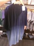 O efeito Dip Dye é sensação nos shorts femininos, e no armário masculino vieram com as camisetas. É bem moderno, masculino e pode ser crucial pros caras que têm barriguinha, já que a estampa'fatia' o tronco em dois. Fique atento.  (Na Siberian)